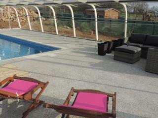 Chambres d'hôtes de charme avec piscine abritée - Causse-et-Diege vacation rentals