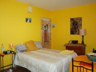 Ker Erminia yellow room - Dakar vacation rentals