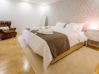 TEA 4 NINE, Guest House & Bistro - Braga vacation rentals