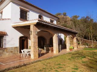 Bright Finca with Short Breaks Allowed and Balcony - Coin vacation rentals