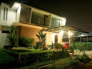4BR + 1 BR, De Reiz Villa Nirwana Syariah - Bandung vacation rentals