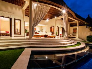 Beautiful 2 Bedroom Villa in Oberoi, Seminyak - Kuta vacation rentals