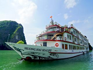 Gorgeous Houseboat with A/C and Central Heating in Halong Bay - Halong Bay vacation rentals