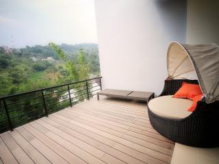 3 BR + 1 BR, De Reiz Villa Mawar Syariah - Bandung vacation rentals