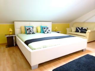 Cozy 2 bedroom Crikvenica Condo with Internet Access - Crikvenica vacation rentals