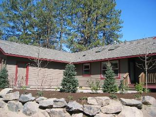 A sunny one level home designed for comfort and location, location!! - Central Oregon vacation rentals