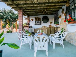 Lovely Farmhouse Barn with Internet Access and Outdoor Dining Area - Velez-Malaga vacation rentals