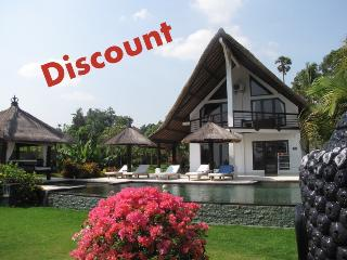 Villa Lagu, luxury beach villa with pool/ jacuzzi - Lovina vacation rentals