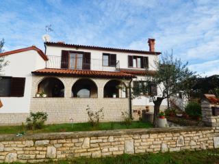 Mon Perin Castrum - Piutti 1*** - Bale vacation rentals