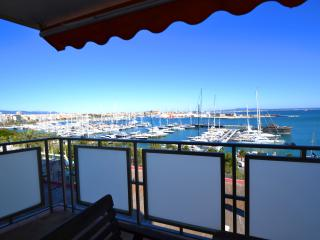 Maritim 2 with stunning views over the Bay - Palma de Mallorca vacation rentals