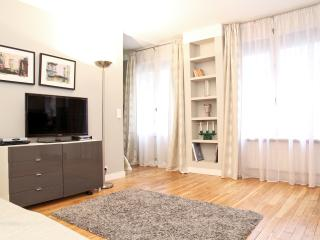 04. COSY LUXE APARTMENT-MARAIS-PLACE DES VOSGES - Paris vacation rentals