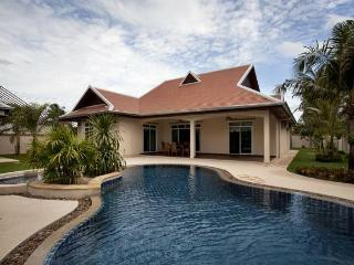 Pattaya Eastern Pool Villa - Pattaya vacation rentals