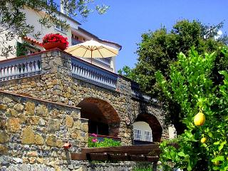 Charming 5 bedroom Santa Marina House with Internet Access - Santa Marina vacation rentals