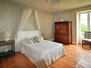 Spacious 6 bedroom House in Thiviers - Thiviers vacation rentals