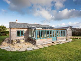 Perfect 3 bedroom Widemouth Bay Bungalow with Dishwasher - Widemouth Bay vacation rentals
