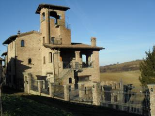 Appartamento in stile medievale al castelletto - Godiasco vacation rentals