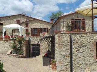 Castello di Bucignano  App. il Mandorlo - Castelnuovo di Val di Cecina vacation rentals