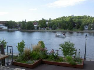 Perfect 1 bedroom Condo in Campbellford with Deck - Campbellford vacation rentals