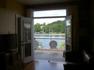 Perfect 1 bedroom Campbellford Condo with Deck - Campbellford vacation rentals