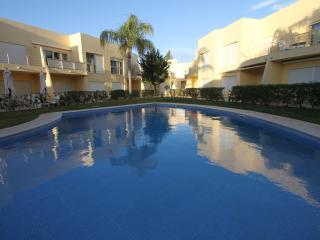 Lemon 2br apartment 10m walking to Falesia Beach - Vilamoura vacation rentals