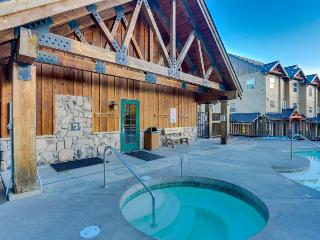 Tasteful condo steps from slopes with shared hot tub & pool - Government Camp vacation rentals