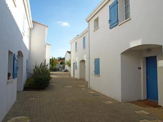 Jardin D'agathe ~ RA25394 - Vaux-sur-Mer vacation rentals