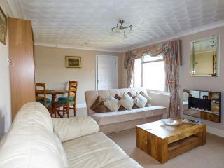 JENNY WREN, single-storey, own garden, king-size bed, close shop, pub, beach, walks, in Tywardreath Ref 22479 - Tywardreath vacation rentals