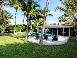 Miami Beach, Waterfront,Dec 6 to Dec 19 $1800/wk-Dec 20 to Jan 4 $8000/wk - Miami Beach vacation rentals