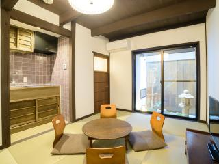 Relaxing & Cozy Machiya in the heart of Kyoto - Image 1 - Kyoto - rentals