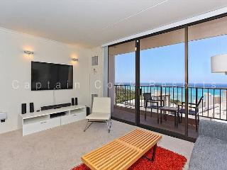 """WOW"" Ocean Views!  Plus A/C, WiFi, Pool, Parking, Close to beach!  Sleeps 4. - Waikiki vacation rentals"