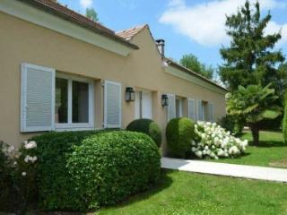 4 bedroom House with Internet Access in Rueil-Malmaison - Rueil-Malmaison vacation rentals