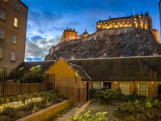 Castle view&Grassmarket studio flat - Edinburgh vacation rentals
