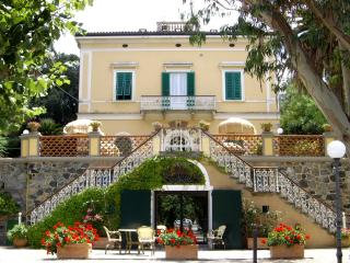 Perfect 1 bedroom Porto Azzurro Townhouse with Garden - Porto Azzurro vacation rentals