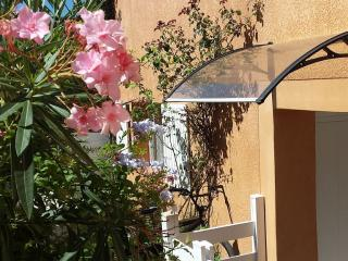 Pretty Studio in Peace and 100 M from the Beach - Martigues vacation rentals