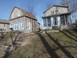 Bright Cottage with A/C and Central Heating in Wasaga Beach - Wasaga Beach vacation rentals