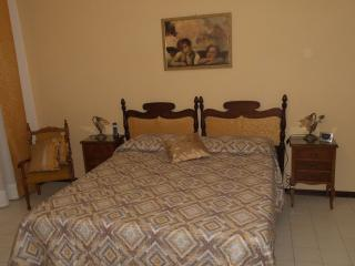 Nice Townhouse with Internet Access and Television - Gubbio vacation rentals