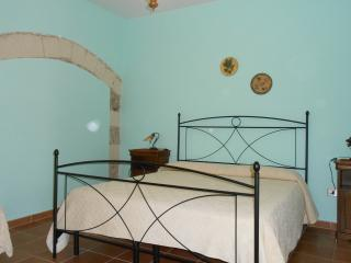 Bright 3 bedroom Sorso House with Dishwasher - Sorso vacation rentals