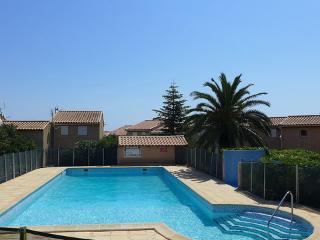 Les Cistes Roses ~ RA26652 - Saint Pierre la Mer vacation rentals
