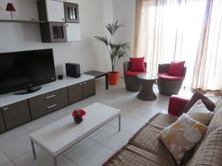 Bright Condo with A/C and Satellite Or Cable TV in Bugibba - Bugibba vacation rentals