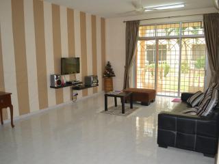 Step In Homestay @ Tmn Pelangi - Malaysia vacation rentals