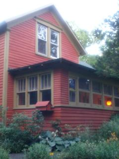 A DAZE AT THE ZOO (FRANK'S PLACE) 1 Mile From Town - Saugatuck vacation rentals