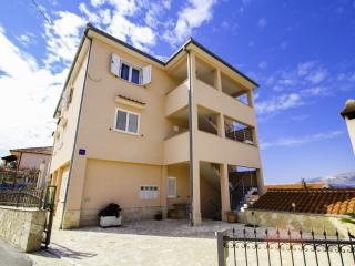 35315 A3(2+2) - Okrug Gornji - Island Ciovo vacation rentals