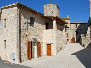 Nice Townhouse with Internet Access and Television - Todi vacation rentals