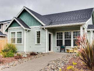 Modern, lovely dog-friendly home with private hot tub near the bay - Manzanita vacation rentals