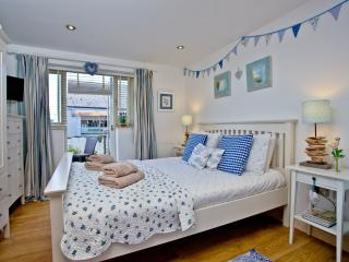 Pebbles, Endsleigh Court located in Dartmouth, Devon - Dartmouth vacation rentals