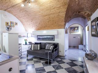 Romantic 1 Bedroom  with Wifi in Florence - Florence vacation rentals