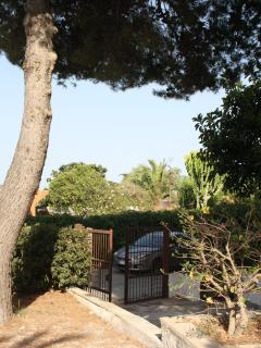Bright 2 bedroom Townhouse in Brucoli with Towels Provided - Brucoli vacation rentals
