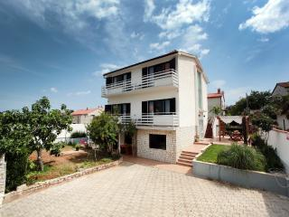 2 bedroom Apartment with Internet Access in Banjole - Banjole vacation rentals