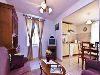 Romantic 1 bedroom Villa in Bratulici - Bratulici vacation rentals