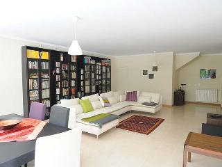 Luxury at the heart of Lisbon's trendiest area - Lisbon vacation rentals